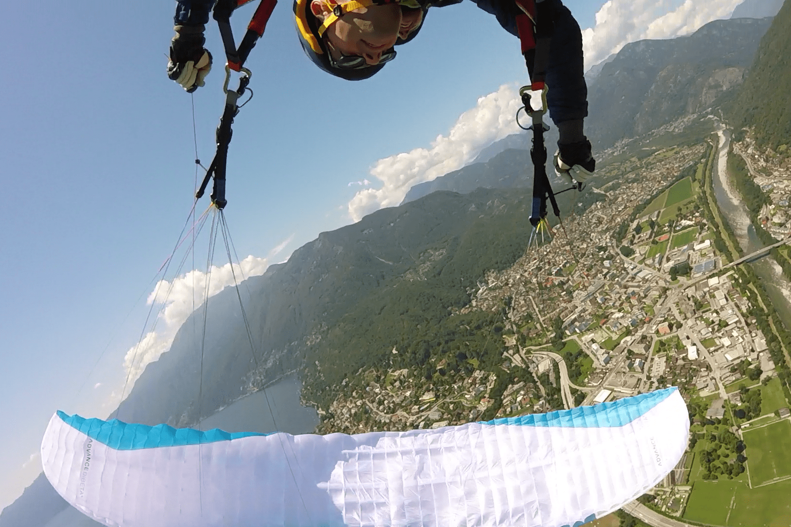 Paragliding Acrobatics with Mountaingliders